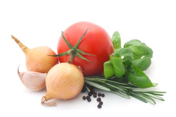 Tomaten, Zwiebel und Kräuter